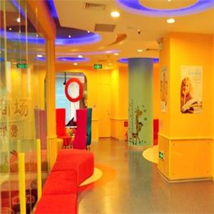 新艺合美术培训中心红色