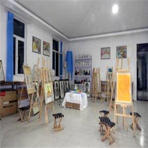 新艺合美术培训中心凳子