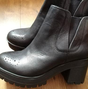 百思图女鞋加盟