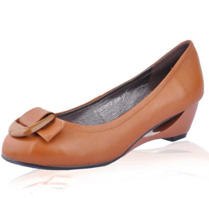 百思图女鞋棕色