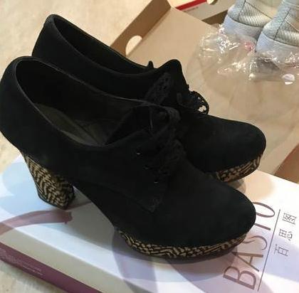 百思图女鞋黑色