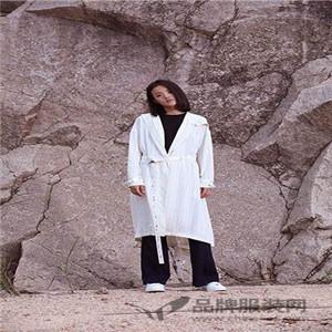 凝素新款白色风衣