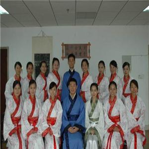 孔子礼仪文化学校坐着