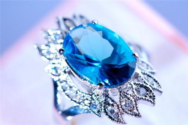 titi珠宝蓝色钻戒