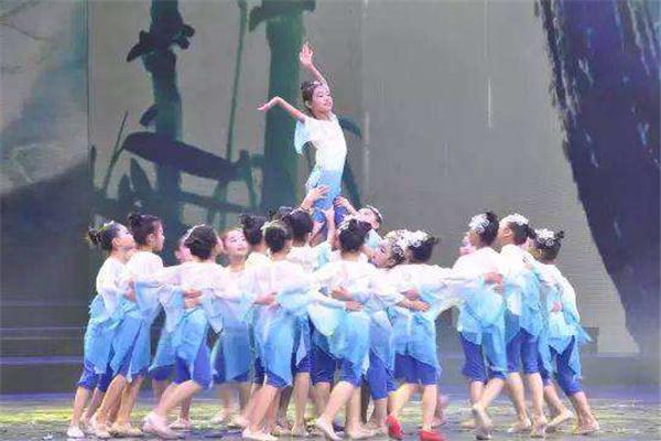鈺琦國際少兒啟蒙舞蹈藍色