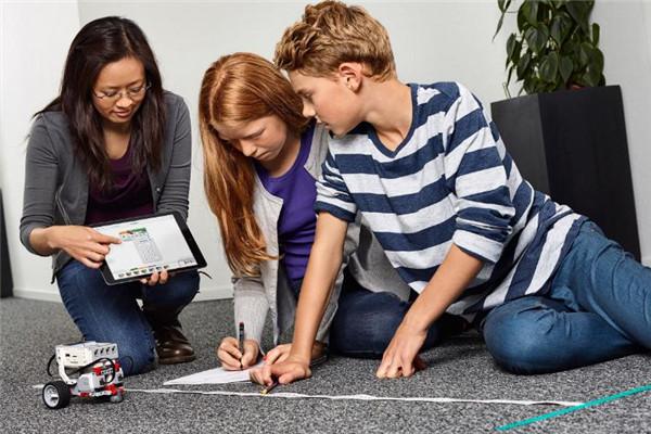 乐蒙乐贝教育机器人学习