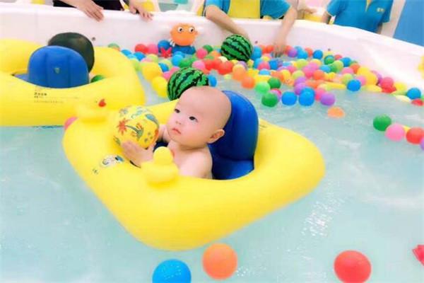 育婴岛游泳