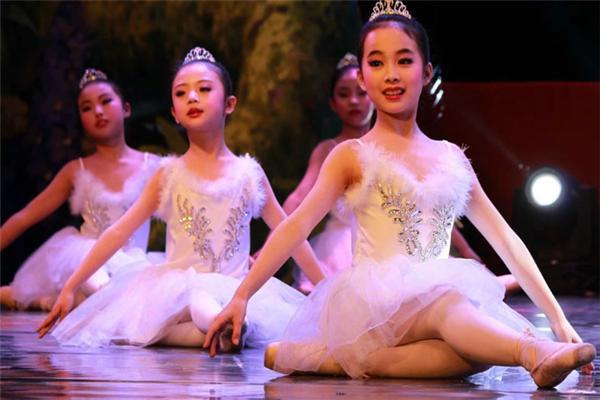 舞星舞校表演