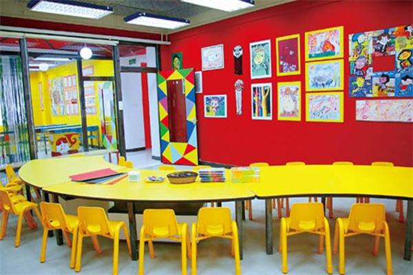 新艺合美术培训中心黄色