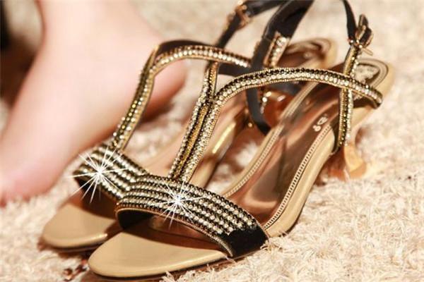 百思图女鞋凉鞋
