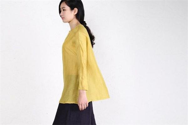 回甘女装黄色上衣