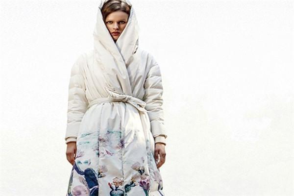 凝素新款白色大衣