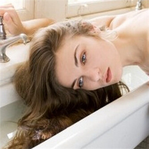 优妮洗发水招牌