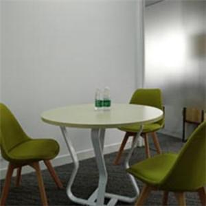 龙泽教育培训中心桌子