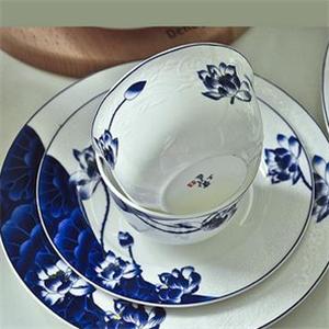 手工匠瓷餐具蓝色