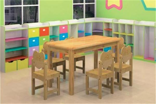 天使寶貝幼兒園桌椅整齊