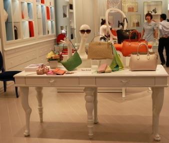 LCK女包桌子
