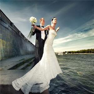 天然婚纱摄影加盟