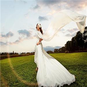 天然婚纱摄影婚纱