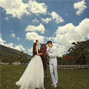 天然婚纱摄影户外