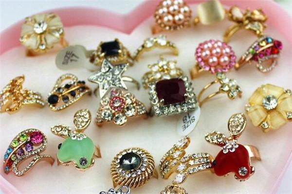 喬伊絲小飾品店戒指