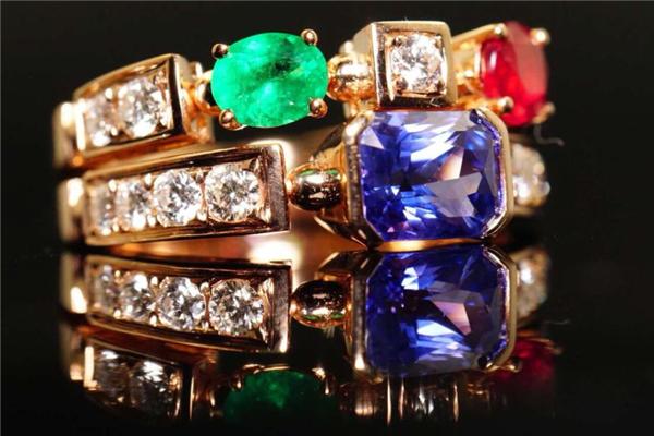 寶格麗彩寶戒指