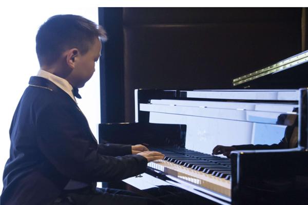 鉑聲鋼琴培訓手上