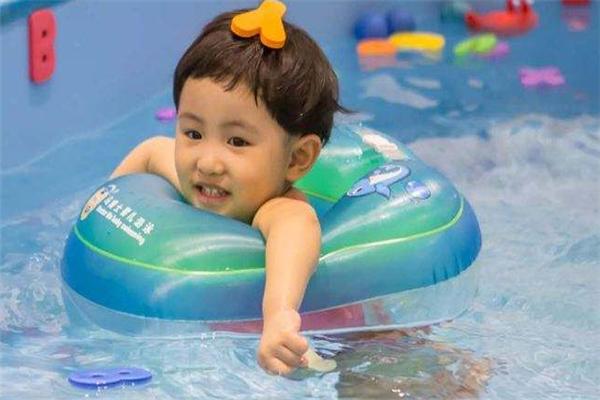 游乐慧婴儿游泳馆学习