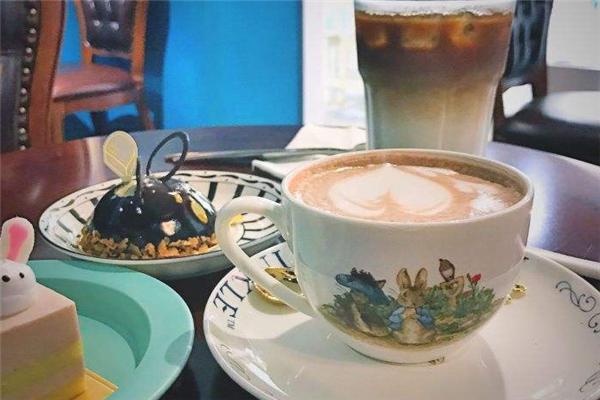 小庄园欧式摄影咖啡馆蓝色