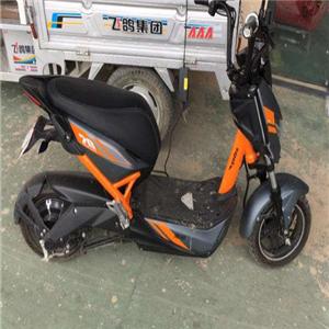 极光电动车橘色