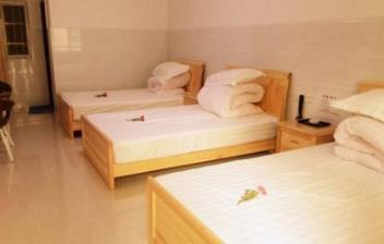 旅悅酒店多床房