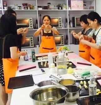 黎国雄烘焙学校教学