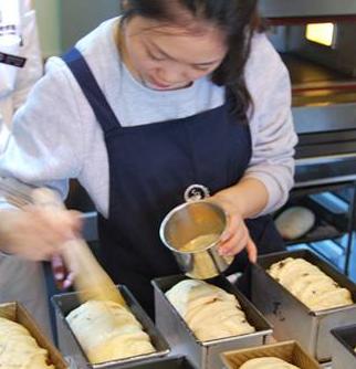 黎国雄烘焙学校学习