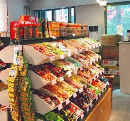 优果果零食店产品柜