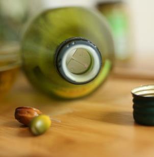 特迷尔橄榄油瓶身
