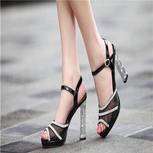 左右缤纷定制女鞋特色