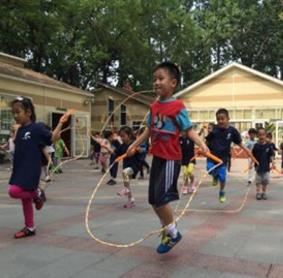 沁富双语幼儿园锻炼