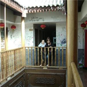 湘子门青年旅舍柱子