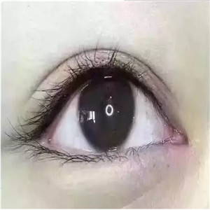 月抛美瞳好看