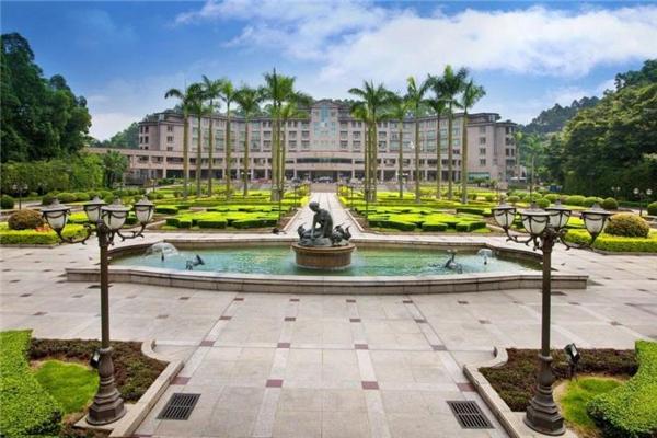 楓丹白鷺酒店前庭