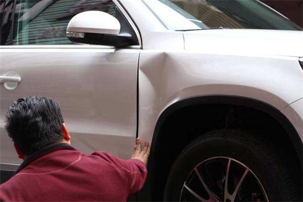 鲨鱼皮汽车凹陷修复车轮