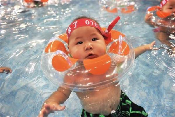 亲宝母婴婴童店游泳