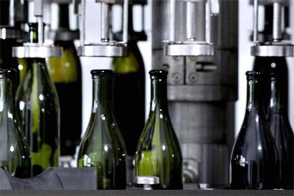 乡都葡萄酒机器灌装