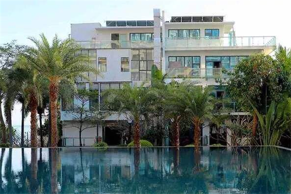 一渡假日酒店水池