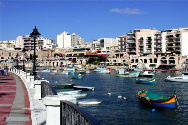 马耳他移民船上