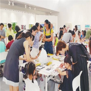 未来田儿童艺术教育桌子