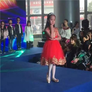华夏未来影视表演中心裙子
