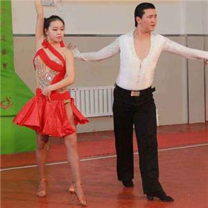 海伦七彩艺术教育跳舞