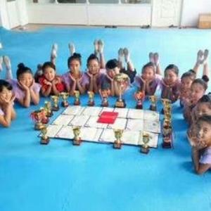 舞之韵艺术培训学校培养孩子
