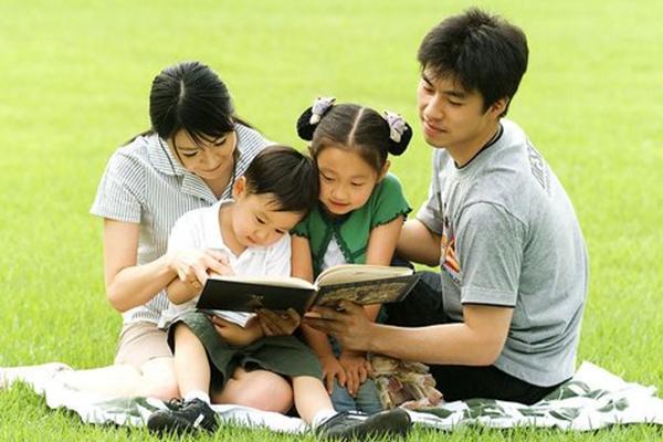 心時代家庭教育草地